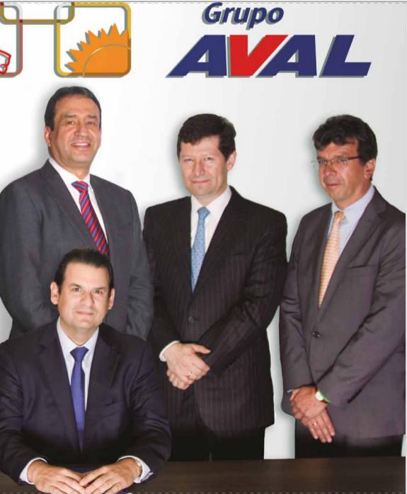 En la foto está el vicepresidente financiero del grupo AVAL David Fernando Solano Saravia, de pie centro derecha, esposo de María Victoría Guarín. Sentado a la izquierda está Luis Carlos Sarmiento Gutiérrez, presidente del Grupo AVAL e hijo del mayor accionistas, Luis Carlos Sarmiento Angulo.