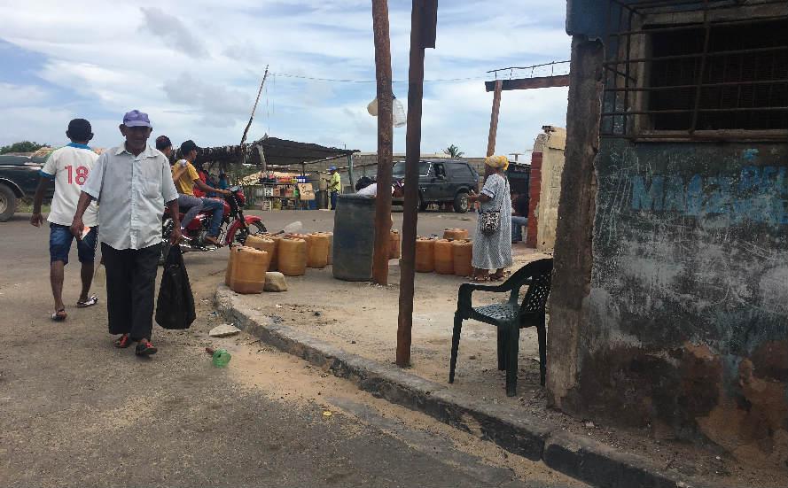 8e4660b0c2d9 El botín de la gasolina corrompe la frontera con Venezuela ...